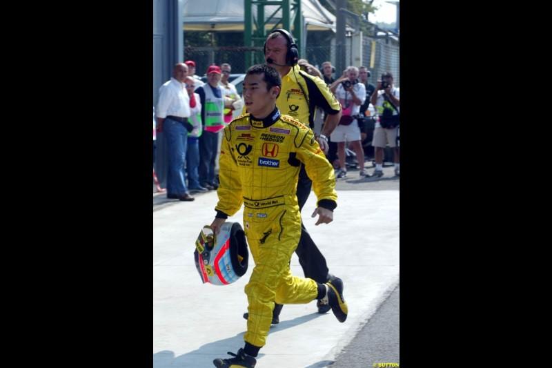 Takuma Sato, Jordan, runs back to the pits after his collision with Takuma Sato, Jordan, during Qualifying. Italian Grand Prix, Monza, Italy. September 14th 2002.