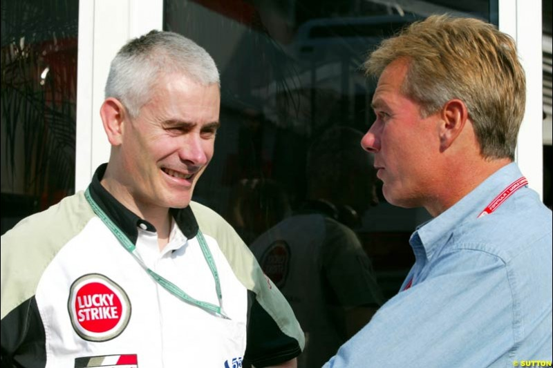 Malcolm Oastler, British American Racing, chats to Craig Pollock, Agent, during Saturday Free Practice. Italian Grand Prix, Monza, Italy. September 14th 2002.