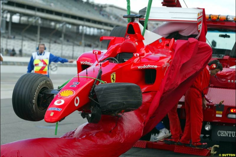 Rubens Barrichello's damaged Ferrari brought back to the pits. Friday Free Practice, United States GP, Indianapolis, September 27th 2002.