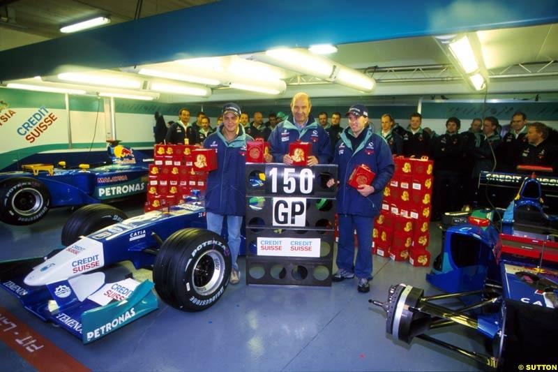 Sauber celebrate their 150th Grand Prix during the San Marino Grand Prix, Round 4.