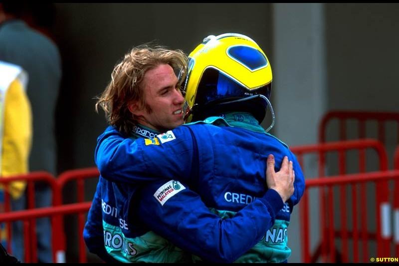 Sauber team mates Nick Heidfeld and Felipe Massa congratulate each other after the Spanish Grand Prix, Round 5.
