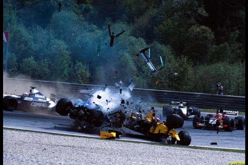 Nick Heidfeld, Sauber, collides with Takuma Sato, Jordan, during the Austrian Grand Prix, Round 6.