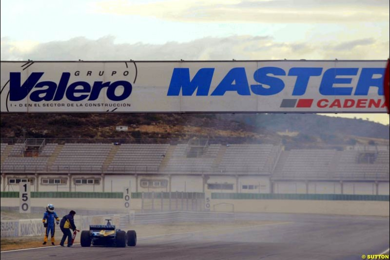 Allan McNish, Renault's test driver, during testing at the Ricardo Tormo circuit. Valencia, Spain. 10 February, 2003.
