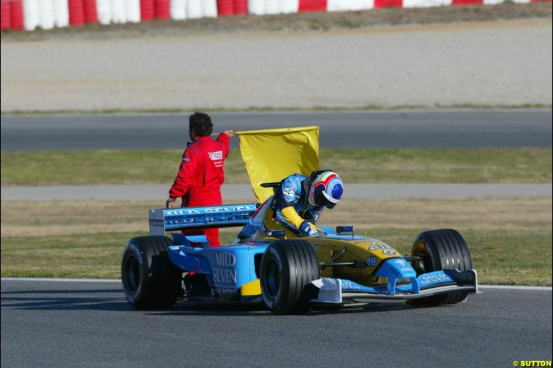 Jarno Trulli, Renault, at the Circuit de Catalunya. Formula One Testing, Barcelona, Spain, 4 February 2003.