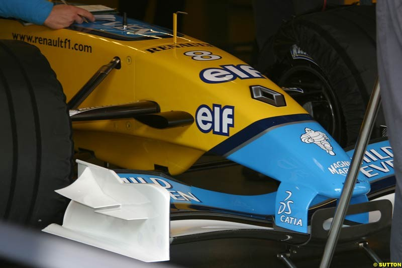 Renault's new front wing. Testing at Barcelona, Spain. 18th February 2003.