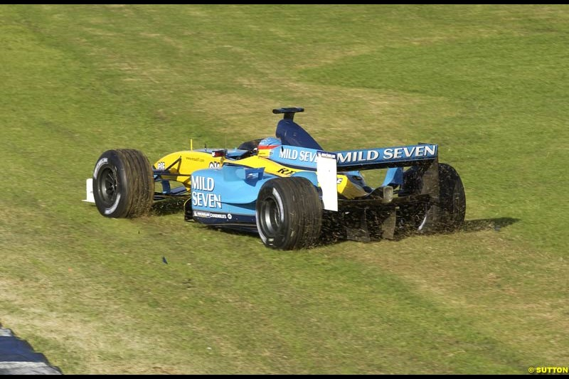 Fernando Alonso, Renault, has an off-track trip during Saturday's free practice for the Australian GP. Melbourne, March 8th 2003.