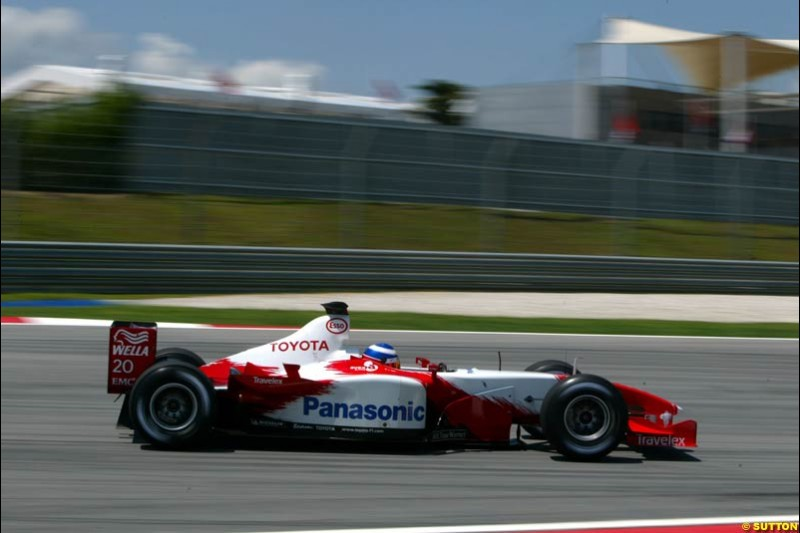 Olivier Panis, Toyota. Friday qualifying for the Malaysian GP. Sepang International Circuit, March 21st 2003.