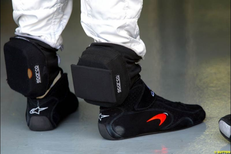 David Coulthard with pads on his feet during Saturday qualifying for the Malaysian GP. Sepang, March 22nd 2003.