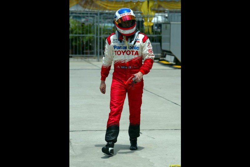 Olivier Panis, Toyota, after Saturday qualifying for the Malaysian GP. Sepang, March 22nd 2003.