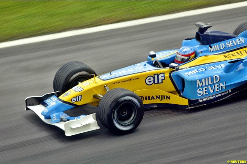 Fernando Alonso, Renault, during Saturday qualifying for the Malaysian GP. Sepang, March 22nd 2003.