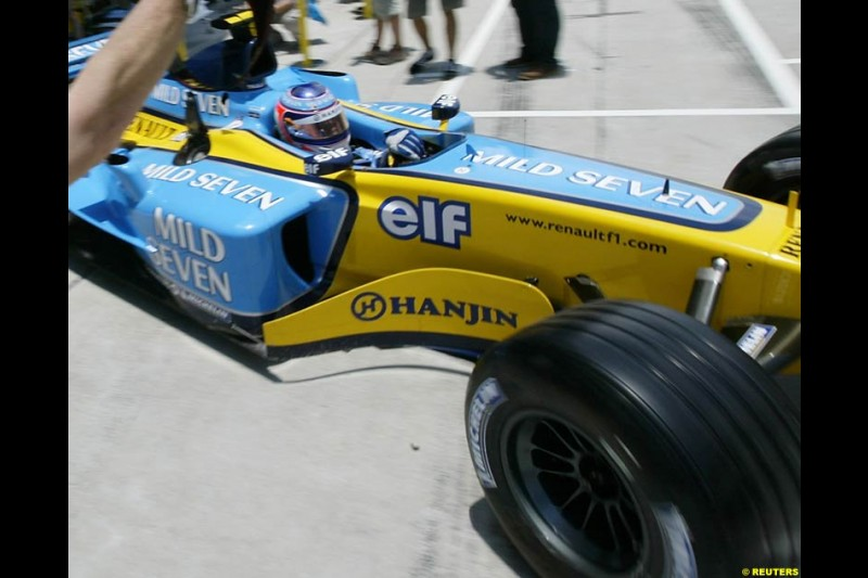 Jarno Trulli, Renault, during Saturday qualifying for the Malaysian GP. Sepang, March 22nd 2003.