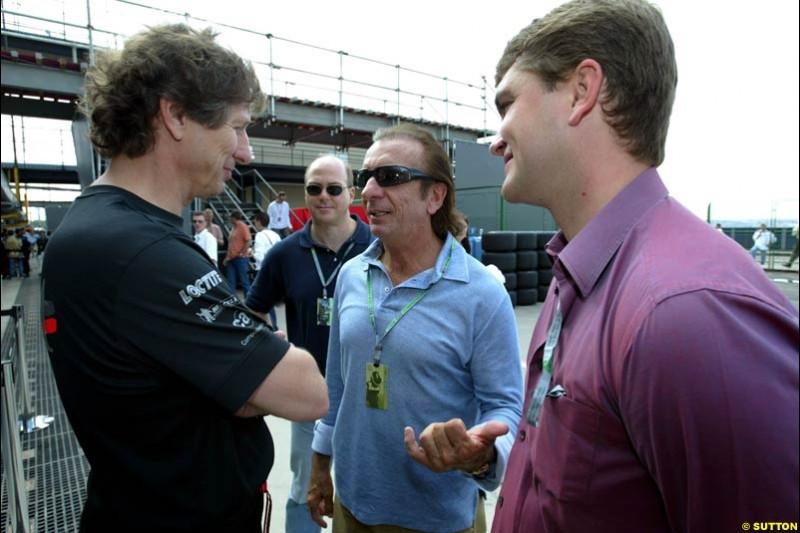 Mario Illien talks to Emerson Fittipaldi. Saturday qualifying for the Brazilian Grand Prix. Interlagos, Sao Paulo, April 5th 2003.