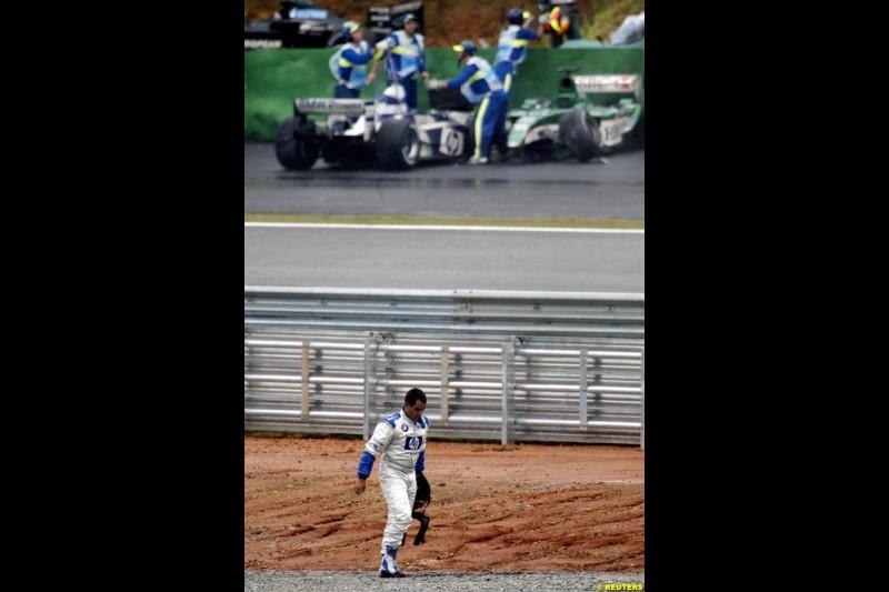 Juan Pablo Montoya, Williams, walks back to the pits. Brazilian Grand Prix. Interlagos, Sao Paulo, April 6th 2003.
