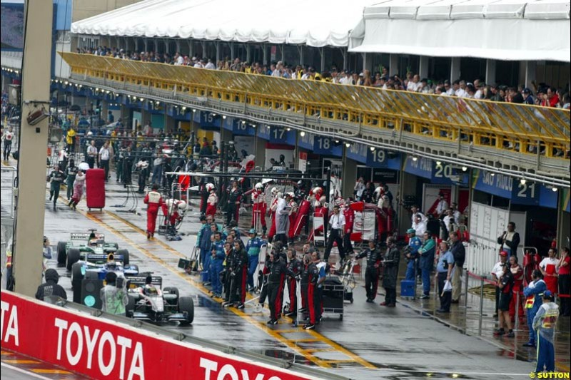Wet weather conditions effect not just the track. Brazilian Grand Prix. Interlagos, Sao Paulo, April 6th 2003.