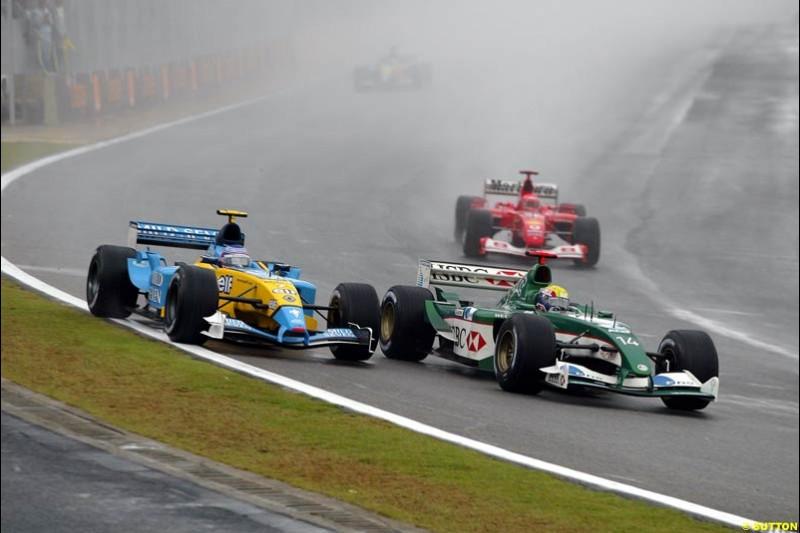 Mark Webber, Jaguar, holds off Jarno Trulli, Renault. Brazilian Grand Prix. Interlagos, Sao Paulo, April 6th 2003.