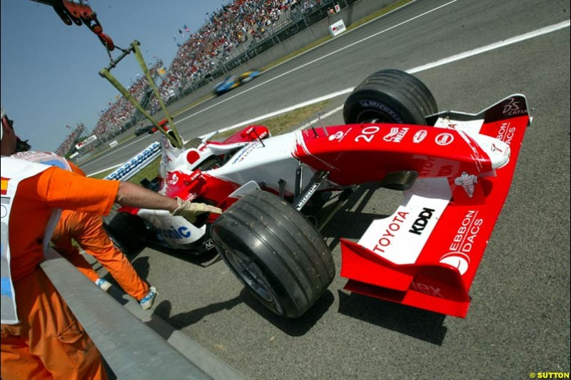Olivier Panis's Toyota carried away. Spanish Grand Prix. Circuit de Catalunya, Barcelona, Spain. May 4th 2003.