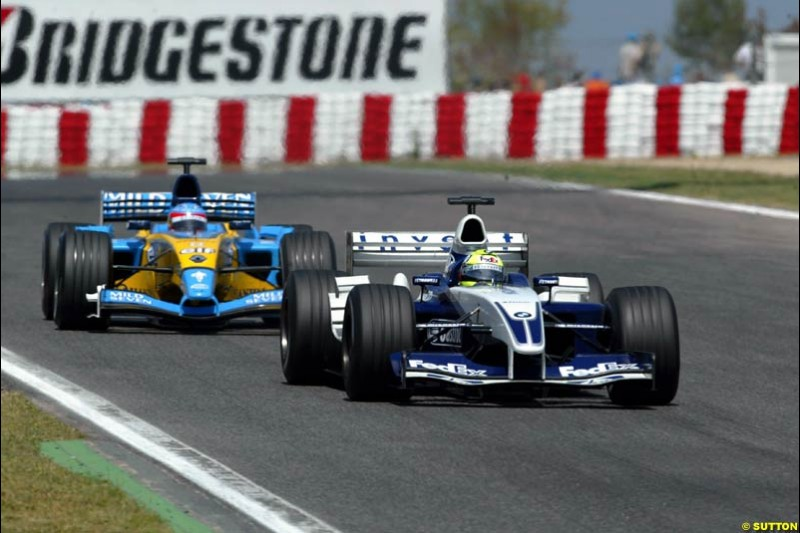 Ralf Schumacher, Williams, holds off Fernando Alonso, Renault. Spanish Grand Prix. Circuit de Catalunya, Barcelona, Spain. May 4th 2003.