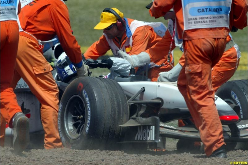 David Coulthard, McLaren, is assisted after running off into the gravel. Spanish Grand Prix. Circuit de Catalunya, Barcelona, Spain. May 4th 2003.