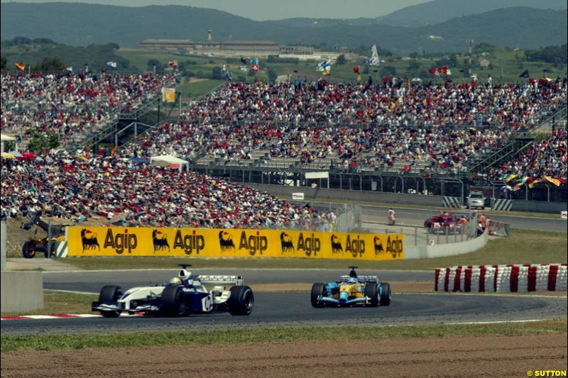 Ralf Schumacher, Williams, ahead of Fernando Alonso, Renault. Spanish Grand Prix. Circuit de Catalunya, Barcelona, Spain. May 4th 2003.