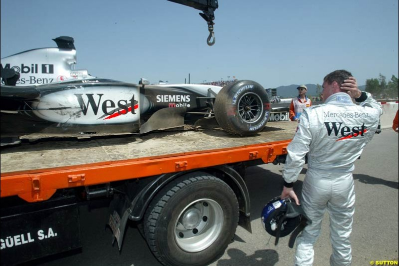 David Coulthard, McLaren, examines his car after spinning out. Spanish Grand Prix. Circuit de Catalunya, Barcelona, Spain. May 4th 2003.
