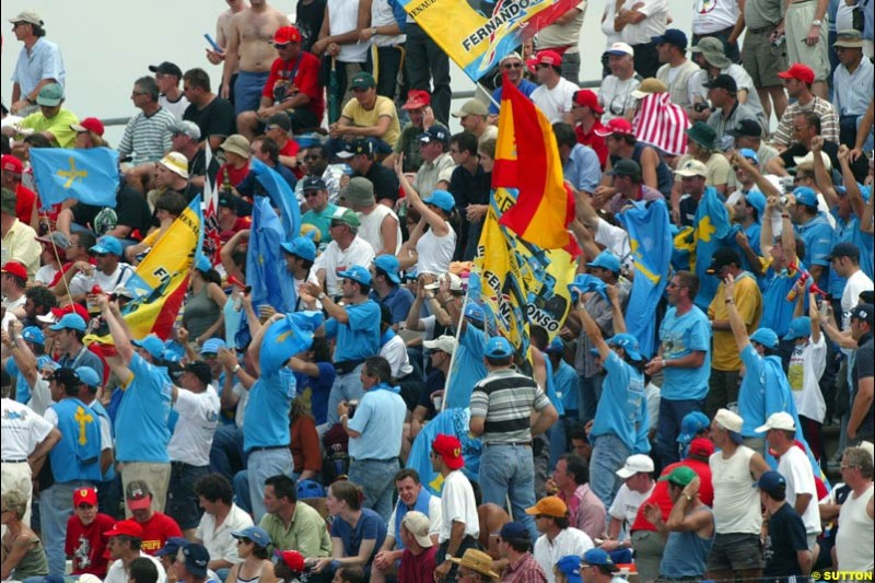 Renault Fans. French Grand Prix at Magny Cours. Circuit de Nevers, France. Sunday, July 6th 2003.