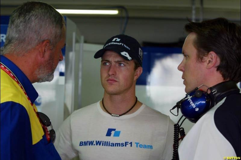 Ralf Schumacher, Williams, talks with a Michelin and Willians engineer. German Grand Prix, Hockenheim, Germany. Saturday, August 2nd 2003.