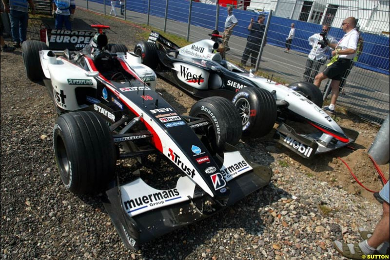 Damage to David Coulthard's McLaren and Nicolas Kiesa's Minardi, after they crashed during practice. German Grand Prix, Hockenheim, Germany. Saturday, August 2nd 2003.