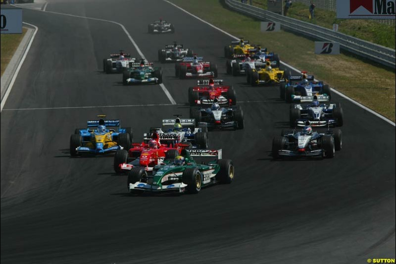 The Start. Hungarian Grand Prix Sunday. Hungaroring, Budapest. 24th August, 2003.