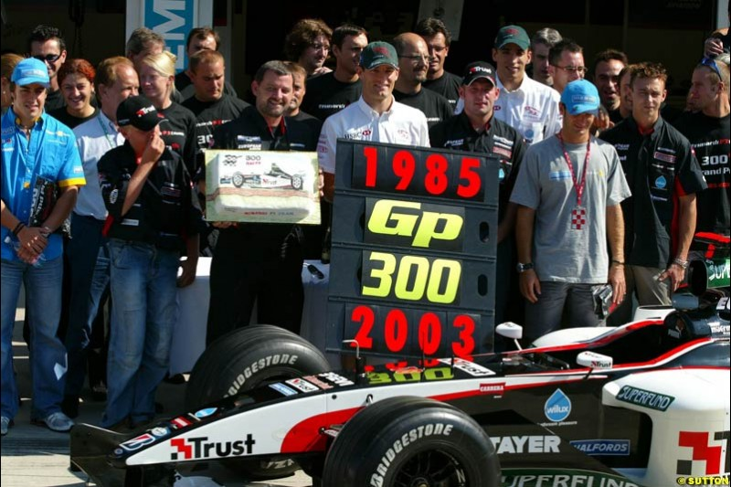 Minardi celebrate their 300th Grand Prix. Hungarian Grand Prix Sunday. Hungaroring, Budapest. 24th August, 2003.
