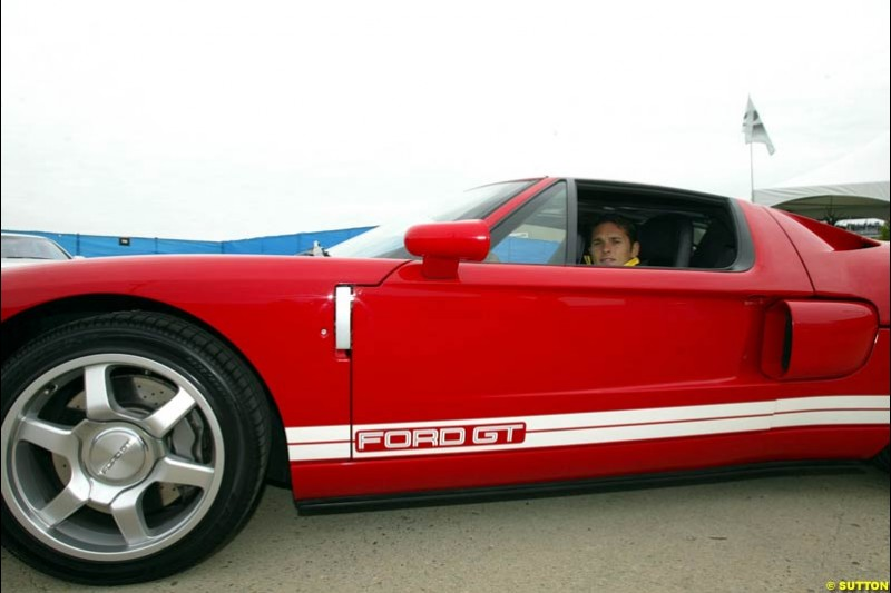 Giancarlo Fisichella arrives at Indianapolis Motor Speedway in a new Ford GT. United States GP, Indianapolis Motor Speeway. Sunday, September 29th 2003.