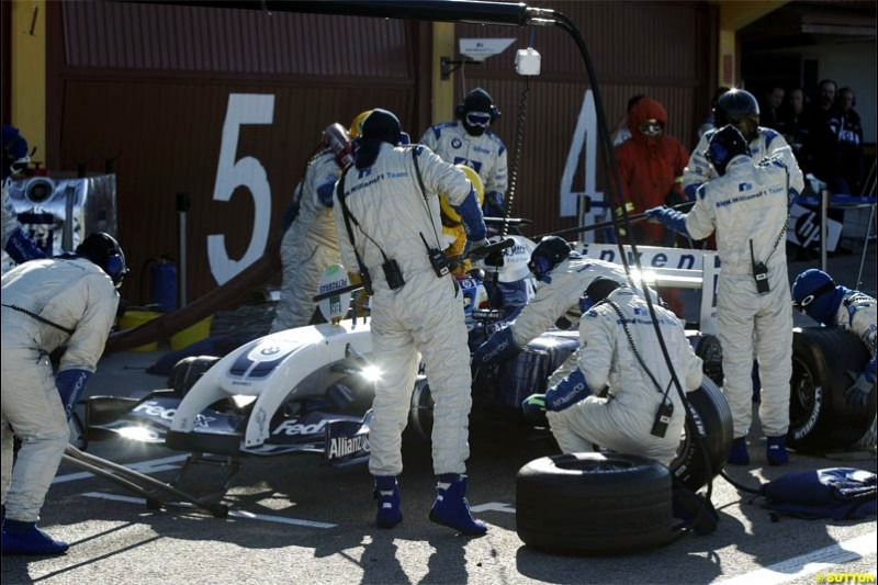 Williams practice pitstops. F1 testing at Valencia, Spain. January 29th 2004.