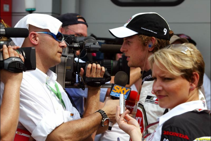 Ivan Capelli interviews Jenson Button. Saturday qualifying for the Malaysian Grand Prix. Sepang, Kuala Lumpur, Malaysia. March 20th 2004.