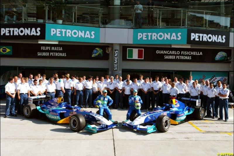 Sauber group photo. Saturday practice for the Malaysian Grand Prix. Sepang, Kuala Lumpur, Malaysia. March 20th 2004.