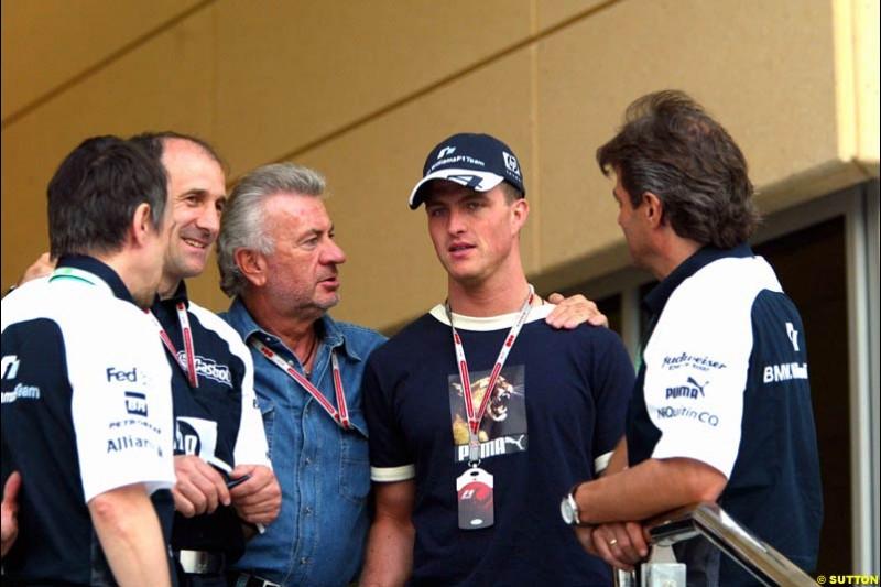 Willi Weber and Ralf Schumacher with Williams personnel. Bahrain Grand Prix, Bahrain International Circuit. April 1st, 2004.