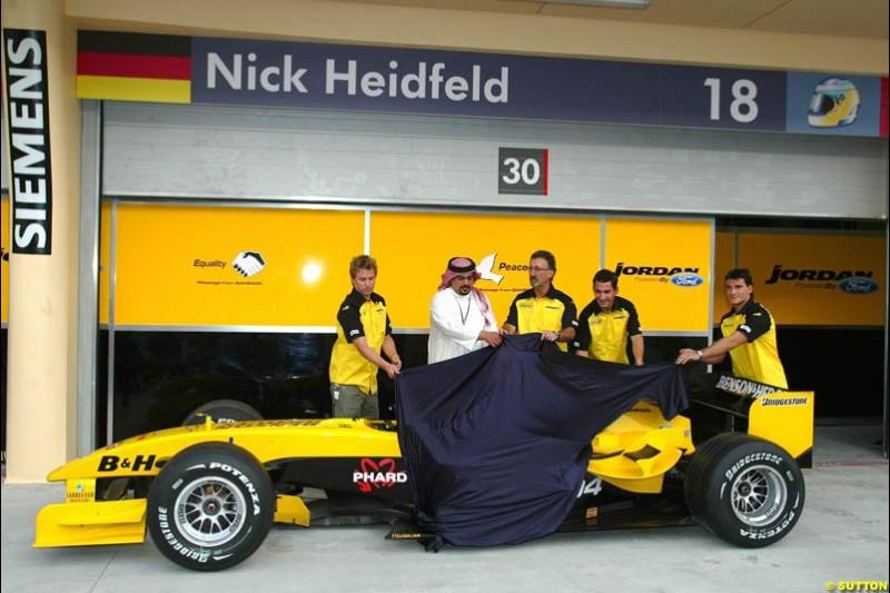 Jordan unveil the peace sign on their car. Bahrain Grand Prix, Bahrain International Circuit. April 1st, 2004.