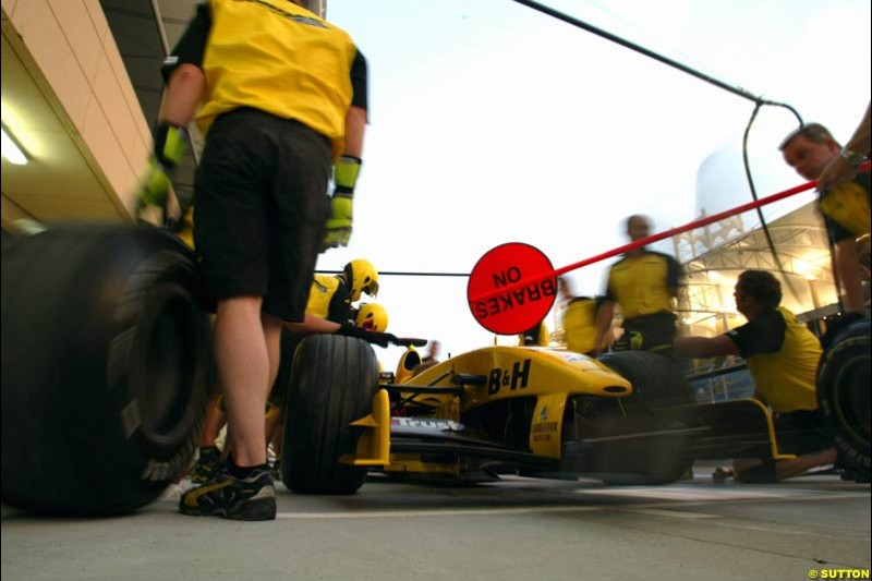 Jordan practice pitstops. Bahrain Grand Prix, Bahrain International Circuit. April 1st, 2004.
