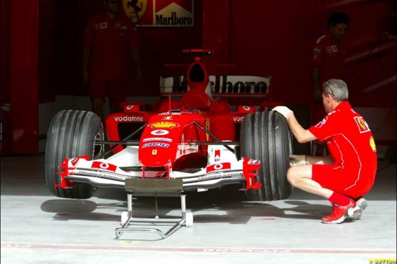 Ferrari preparations. Bahrain Grand Prix, Bahrain International Circuit. April 1st, 2004.