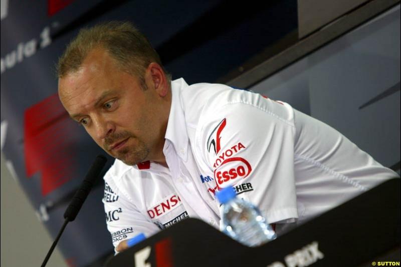 Mike Gascoyne, Toyota, at the FIA press conference. Bahrain Grand Prix, Bahrain International Circuit. April 1st, 2004.