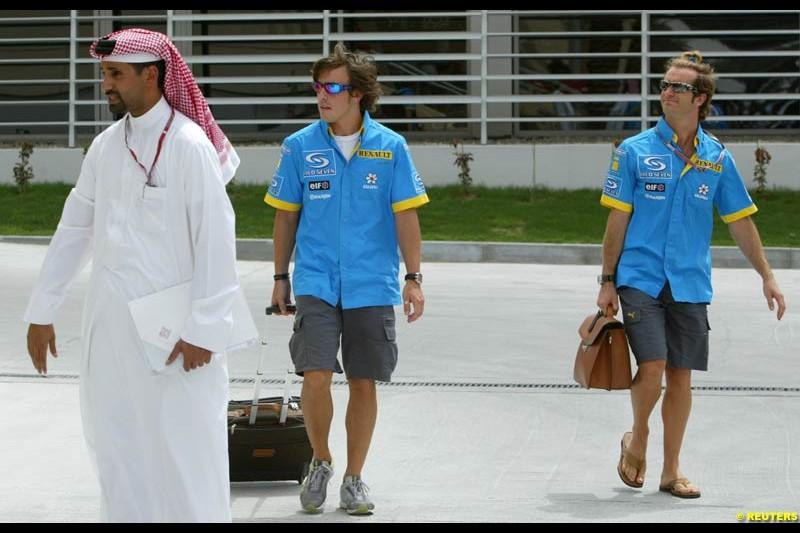 Fernando Alonso and Jarno Trulli, Renault. Bahrain Grand Prix, Bahrain International Circuit. April 1st, 2004.
