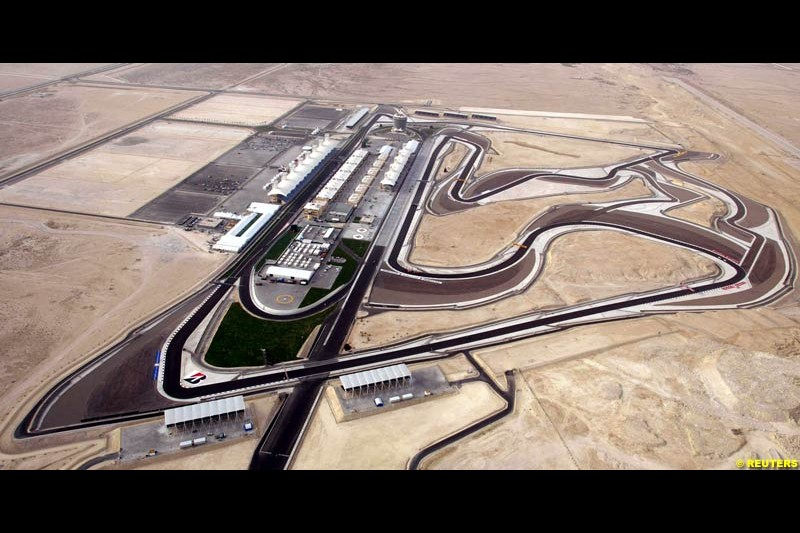 Aerial view of the circuit. Bahrain Grand Prix, Bahrain International Circuit. April 1st, 2004.