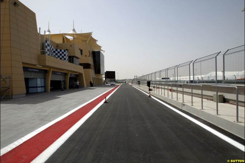 The podium. Bahrain Grand Prix, Bahrain International Circuit. April 1st, 2004.