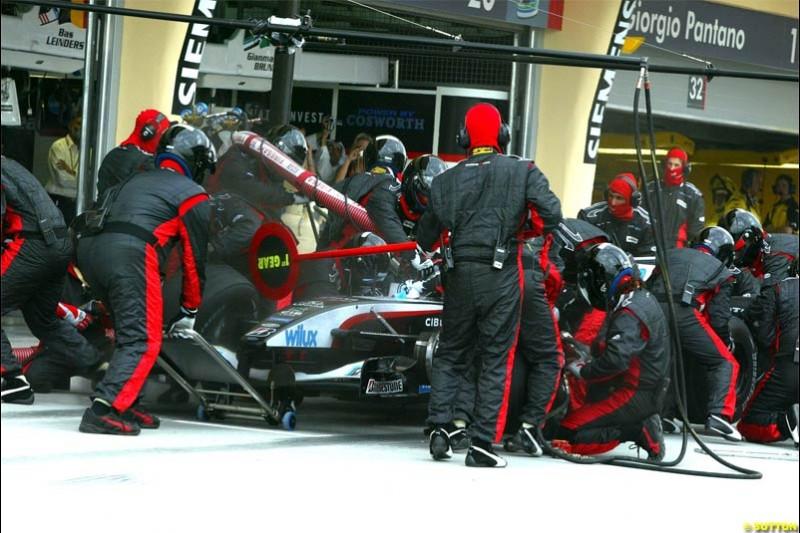 Minardi pitstop. The Bahrain Grand Prix. Bahrain International Circuit, April 4th 2004.