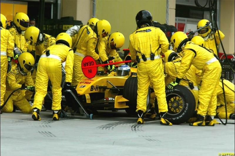 Jordan pitstop. The Bahrain Grand Prix. Bahrain International Circuit, April 4th 2004.