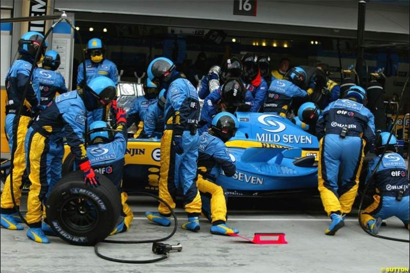 Renault pitstop. The Bahrain Grand Prix. Bahrain International Circuit, April 4th 2004.
