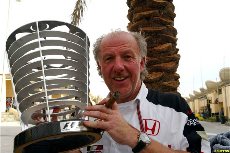 BAR principal David Richards with the trophy for 3rd place. The Bahrain Grand Prix. Bahrain International Circuit, April 4th 2004.