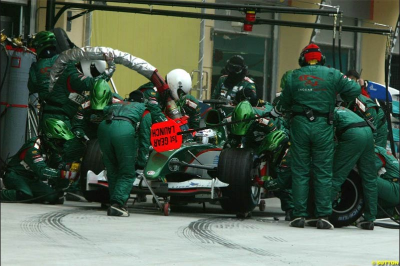 Jaguar pitstop. The Bahrain Grand Prix. Bahrain International Circuit, April 4th 2004.