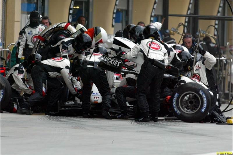 BAR pitstop. The Bahrain Grand Prix. Bahrain International Circuit, April 4th 2004.