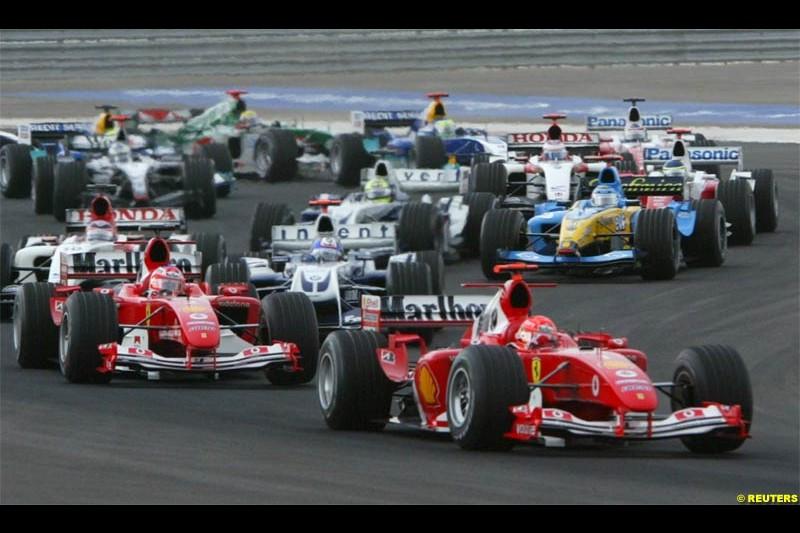 The start of the race. The Bahrain Grand Prix. Bahrain International Circuit, April 4th 2004.