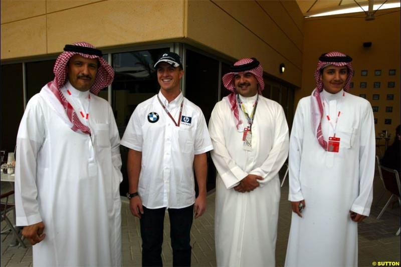 Ralf Schumacher, Williams, together with local VIPs. The Bahrain Grand Prix. Bahrain International Circuit, April 4th 2004.