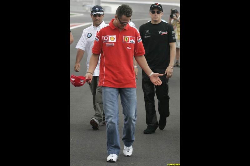 Michael Schumacher, Ferrari, walks with Juan Pablo Montoya, Williams, and Kimi Raikkonen, McLaren. The Bahrain Grand Prix. Bahrain International Circuit, April 4th 2004.